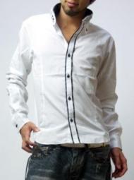 読者モデルの女の子がデザインを手掛けたキレイめ系シャツ
