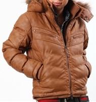 【様々な場面で頼りになれる男に!!】湿式PUレザーフード脱着中綿ジャケット