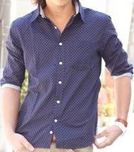 メンズファッションオススメ|ドット柄のメンズシャツ